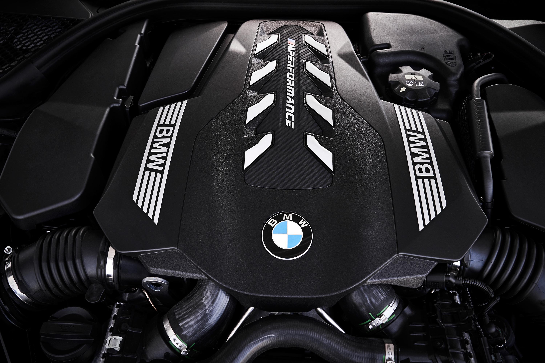 BMW_M850i_engine_cover