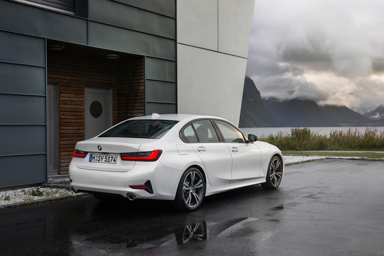 CARWIDE_BMW Série 3 2019_Traseira 02