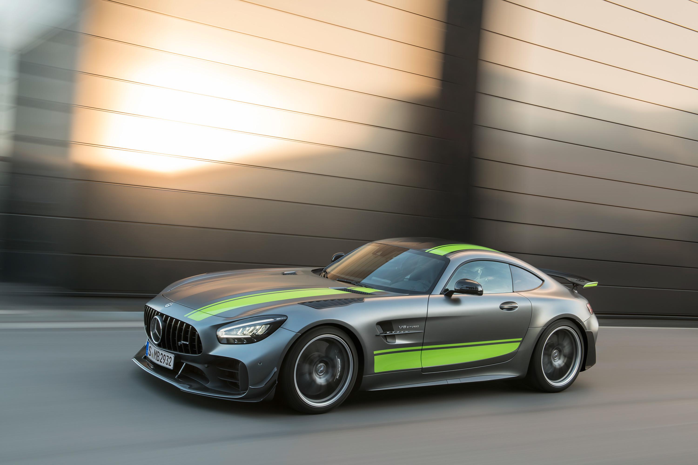 Mercedes-AMG_GT_R_PRO_02