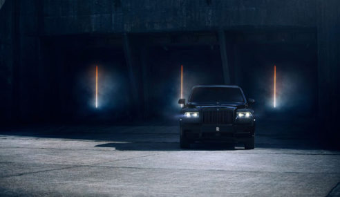 Rolls-Royce Cullinan ganha versão Black Badge