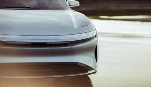 Lucid Motors apresenta sedã elétrico Air com alcance de 600 km